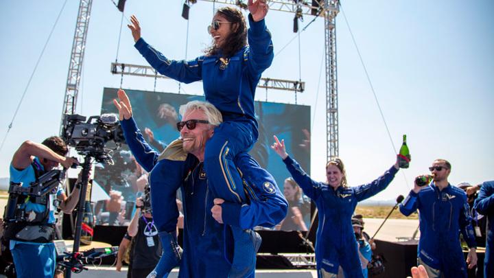Полет, но не совсем космический: миллиардер Брэнсон опередил конкурента