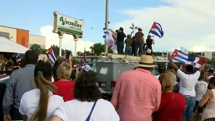 Мэр Майами призвал США нанести удар по Кубе