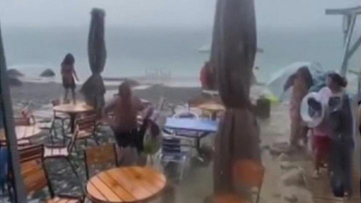 По байдарочникам в открытом море ударило градом размером с вишню
