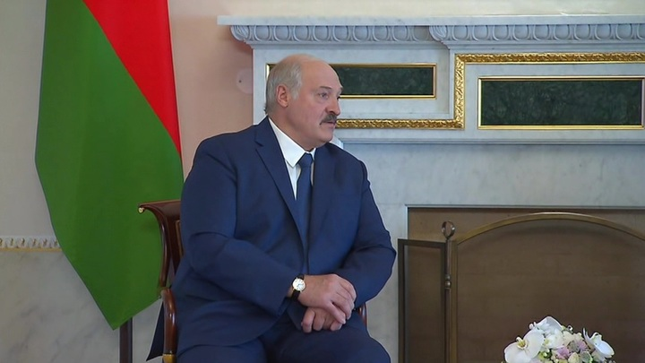 Лукашенко назвал предателями артистов, испугавшихся давления оппозиции
