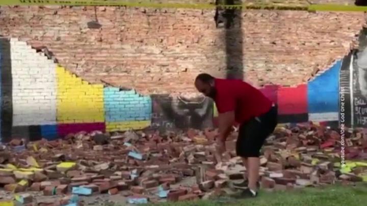 Молния уничтожила стену памяти Джорджа Флойда
