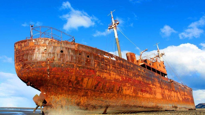 За умышленное затопление ржавых кораблей в РФ будут наказывать