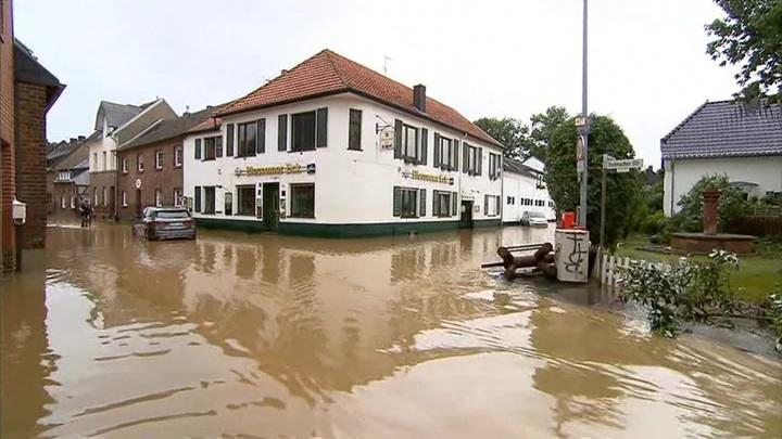"""""""Наводнение смерти"""": в Германии, Бельгии и Нидерландах царит хаос"""