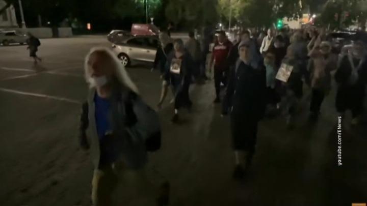 В Екатеринбурге верующие вышли на запрещенный властями крестный ход