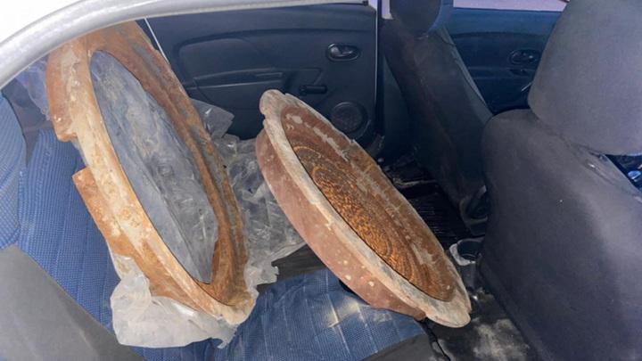 В Новосибирске поймали похитителей канализационных крышек