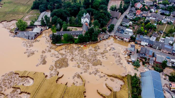 На устранение последствий наводнения в ФРГ потребуются миллиарды
