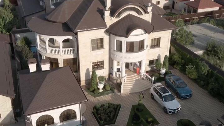 Сафонов строил еще один роскошный особняк