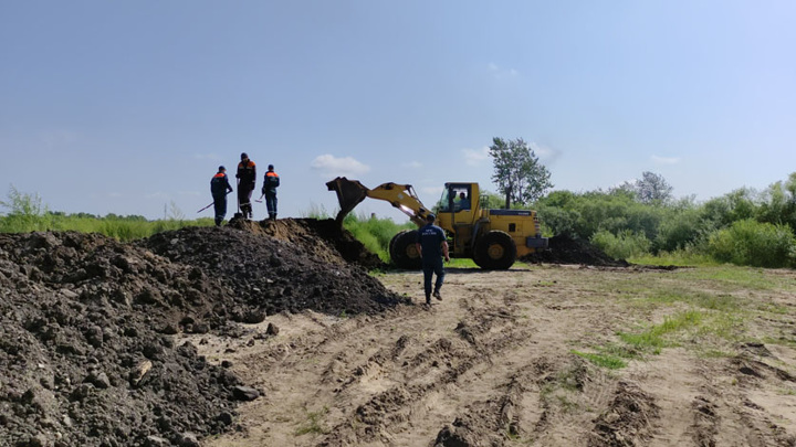 На реке Томь начались берегоукрепительные работы