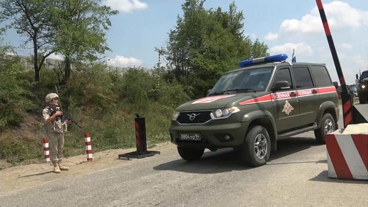 Миротворцы привезли стройматериалы и продукты сельским жителям Нагорного Карабаха