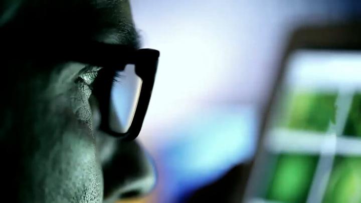 iPhone — находка для шпиона и электросамокаты с ИИ. Вести.net