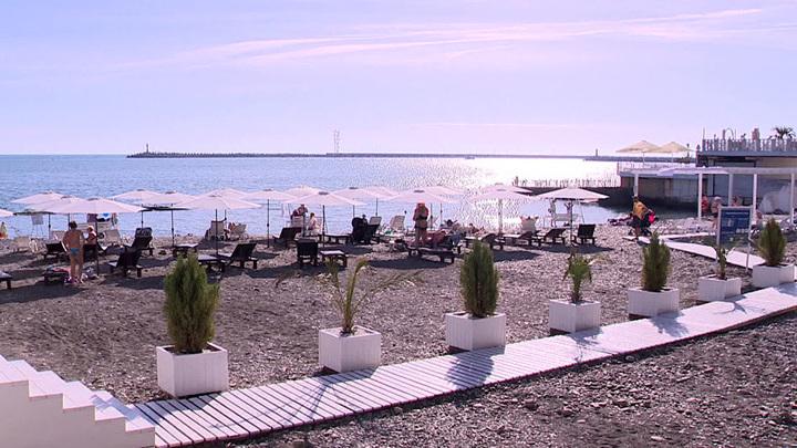 Власти Сочи проверили платный пляж с ценником на спасение людей в море