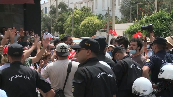 Правительственная армия Туниса заняла ключевые объекты в столице