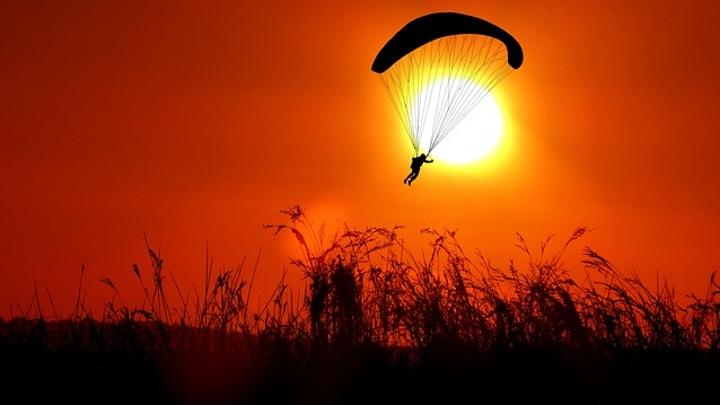 Алтайские парашютисты отмечают праздник