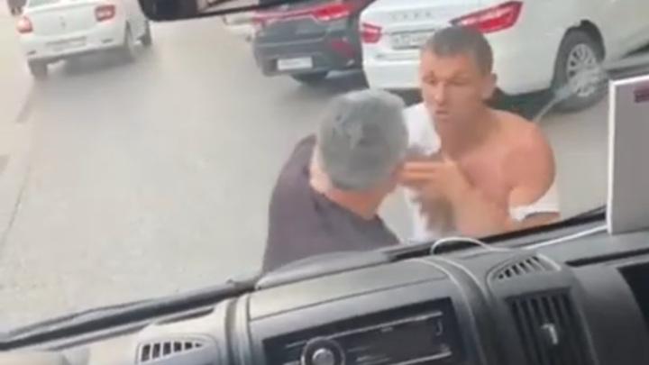 Ожесточенная драка волгоградских маршруточников попала на видео
