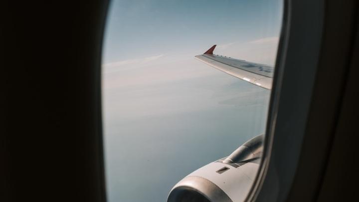 Самолет, летящий в Самару, вернулся в аэропорт из-за утечки топлива