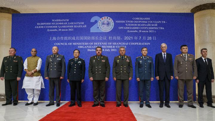 Сергей Шойгу обсудил со своим коллегой вопросы безопасности таджикско-афганской границы