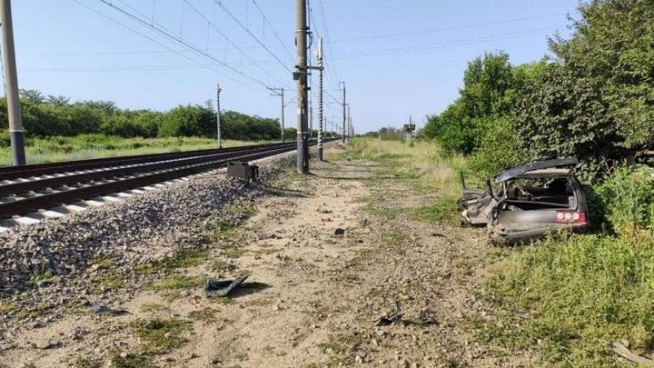В Крыму машина столкнулась с поездом