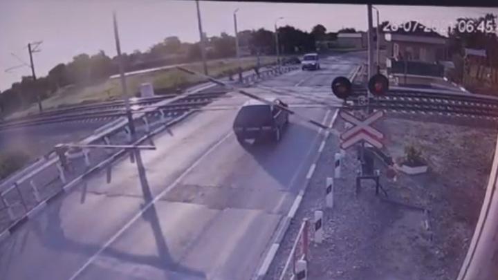 """Водитель """"Лады"""" чудом выжил после столкновения с поездом в Крыму"""