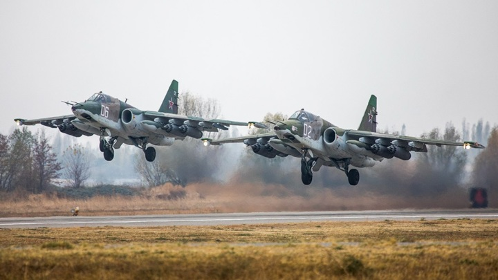 Десять российских самолетов СУ-25 провели учения с пусками ракет в Киргизии