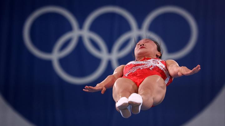 Китаянки взяли золото и серебро в прыжках на батуте
