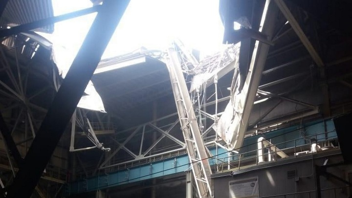 Башенный кран рухнул на крышу цеха НЛМК