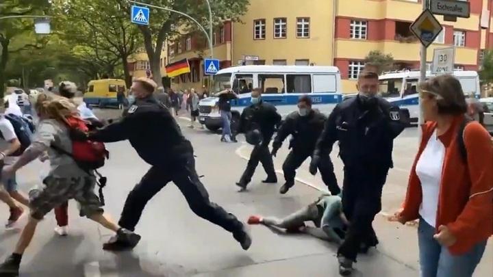 В Берлине задержали около пятисот ковид-диссидентов