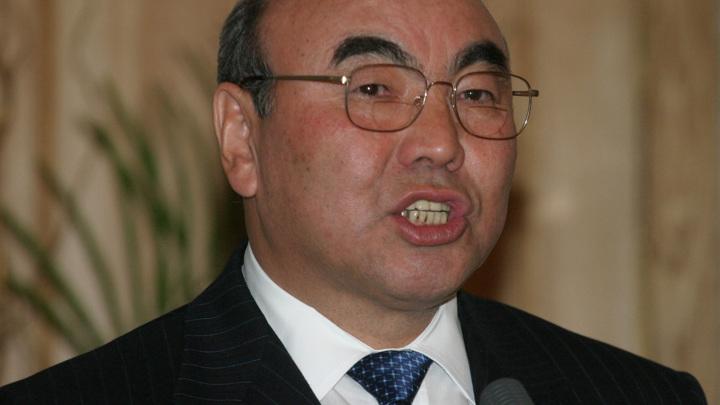 Отстраненный после переворота Акаев вернулся в Киргизию