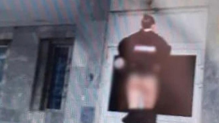 Позировавшей полуобнаженной у отдела полиции модели дали трое суток ареста