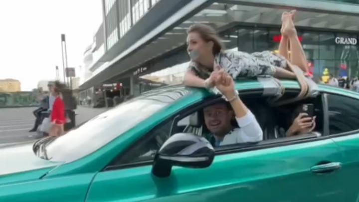 Девушка, привязанная к Bentley в Москве, заинтересовала ГИБДД