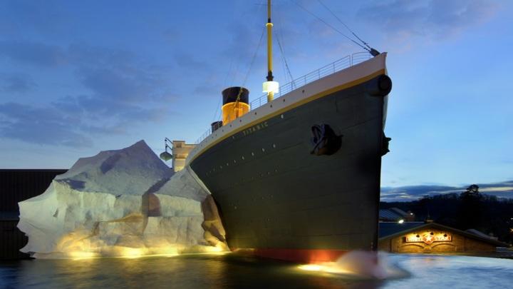 """Интерактивный айсберг рухнул на посетителей в музее """"Титаника"""" в США"""
