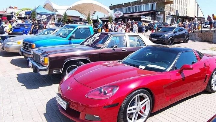 В Крыму на Ай-Петри открылась выставка ретро-автомобилей