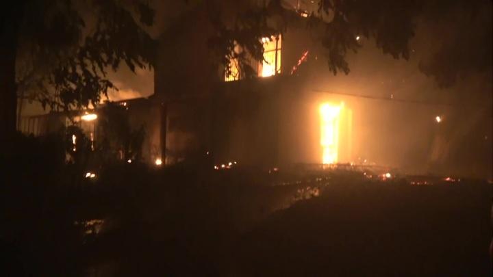 Лесные пожары в Греции: сожжены десятки домов, людей эвакуируют