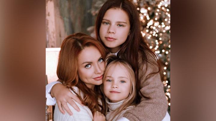 Певица МакSим с дочерьми