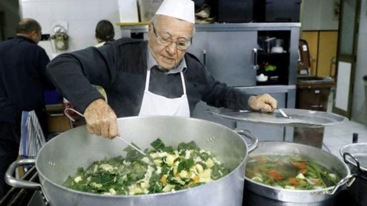 """На 92-м году жизни в Риме умер """"повар бедняков"""""""