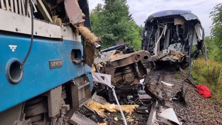 Жертвами столкновения поездов в Чехии стали три человека
