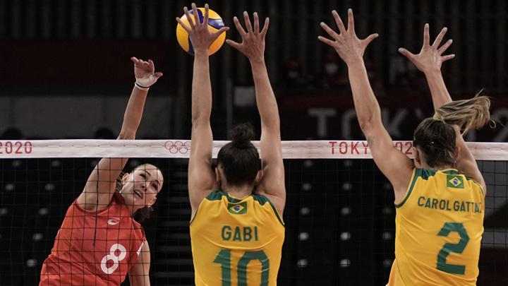 Волейболистки команды ОКР уступили сборной Бразилии