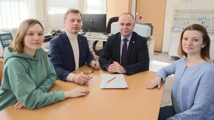 Коллектив сотрудников ИОНХ РАН, разработавший способ получения биосовместимых наночастиц диоксида церия.