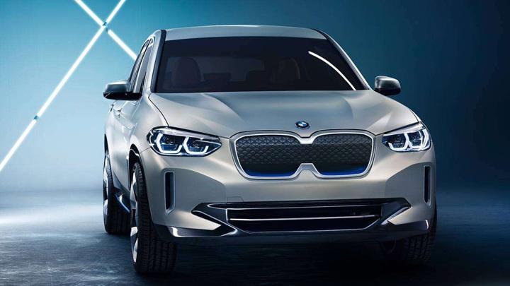 BMW осенью представит обновленный электромобиль iX3