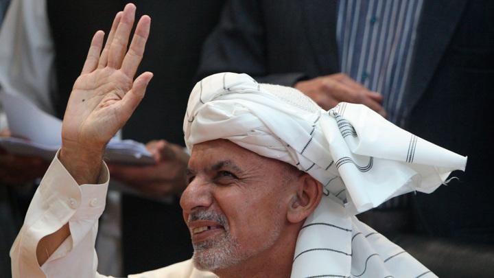СМИ: бежавший президент Афганистана попытается улететь в США