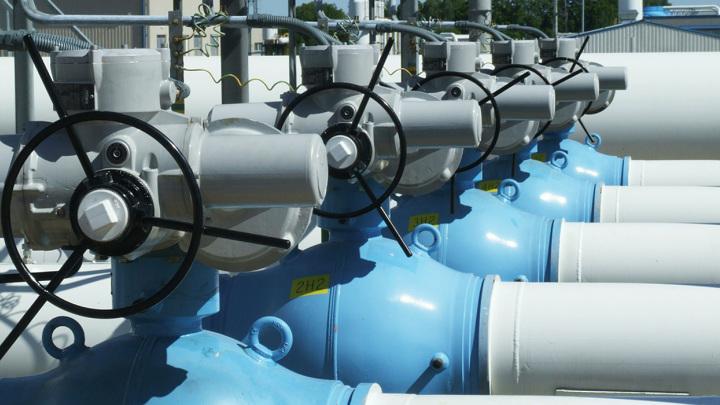 Цена фьючерса на газ превысила 880 долларов