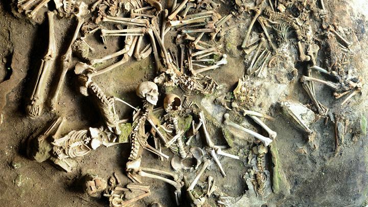 Извержение Везувия уничтожило древний римский город Геркуланум, однако на его территории хорошо сохранилось множество человеческих остатков.
