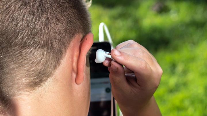 Аудиоустройство в ухе может быть больше, чем просто беспроводным наушником.