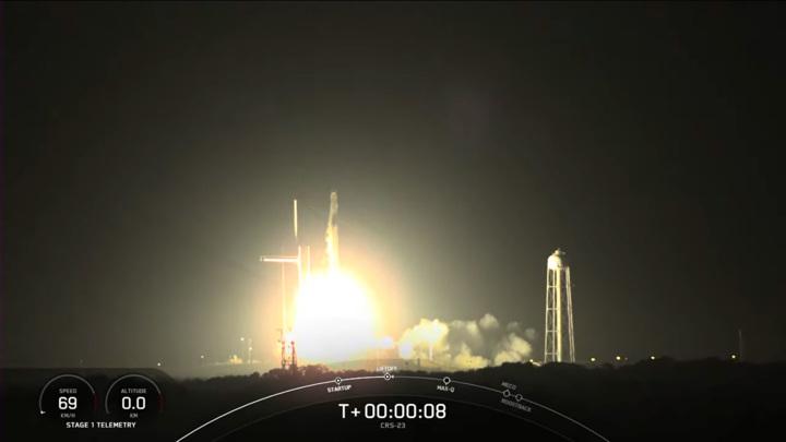 Falcon 9 и Dragon стартовали с космодрома во Флориде