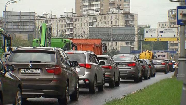 Москва переходит на осенний автотрафик: пробки будут только расти
