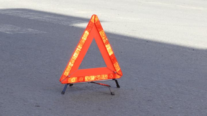Водитель грузовика незаметно для себя насмерть сбил москвича на тротуаре