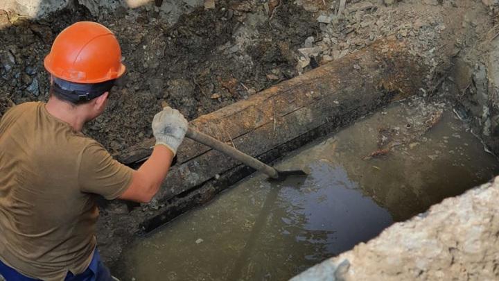 Столетний водопровод из лиственницы раскопали в Екатеринбурге