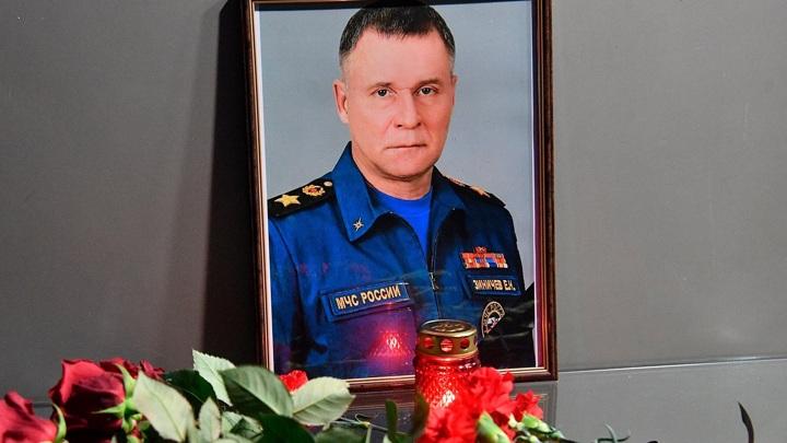 Самолет с телом Зиничева прибыл в Петербург