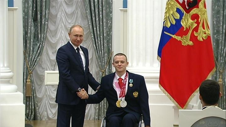 Владимир Путин встретился в Кремле с медалистами Паралимпийских игр в Токио