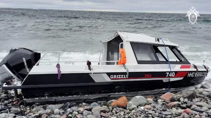 В Баренцевом море продолжаются поиски капитана перевернувшегося катера