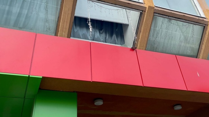Падение со второго этажа: в Карелии 9-летняя девочка выпала из окна школы искусств